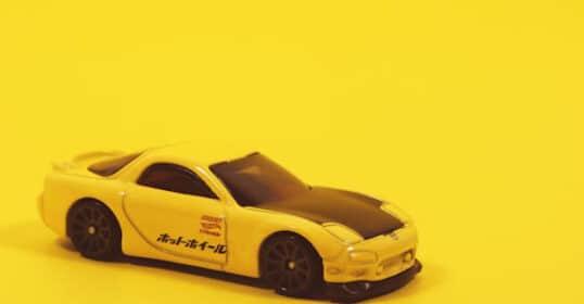 Gelber Spielzeug Sportwagen | Online Marketing